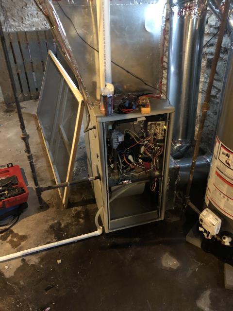 Columbus, OH - I completed a diagnostic service call on an Airmaxx Gas Furnace. Determined that the ignitor is broken and that the filter is dirty and needs replaced.