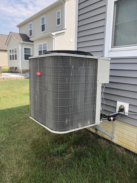 Pickerington, OH - I arrived to complete a diagnostic on a Bryant air conditioner. Upon inspection I determined that the coil is frozen. Will return to complete diagnostic when coil is thawed