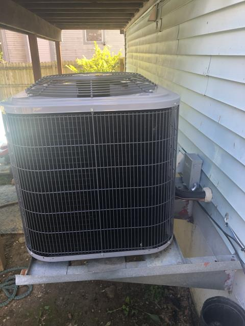Galloway, OH - After removing an air conditioner, I installed a Five Star 13 SEER 2.5 Ton Air Conditioner.  Cycled and monitored the system.  Operating normally at this time.  Included with the installation is a free 1 year service maintenance agreement.