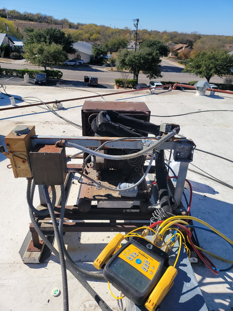 Round Rock, TX - Replaced contactor on Med temp condenser