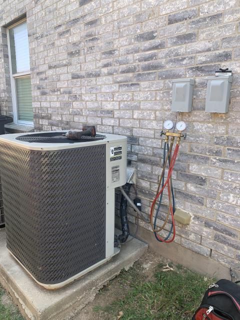 North Richland Hills, TX - Heat pump unit not working in North Richland Hills. Replaced the capacitor.