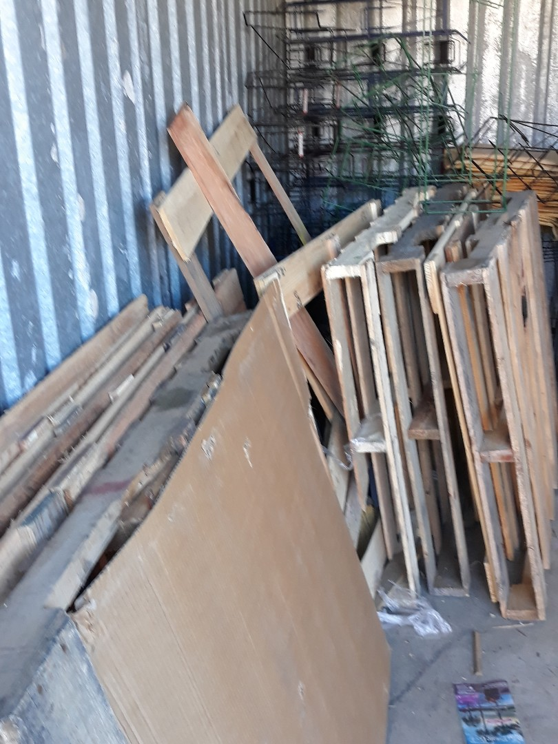 Removing pallets for customer