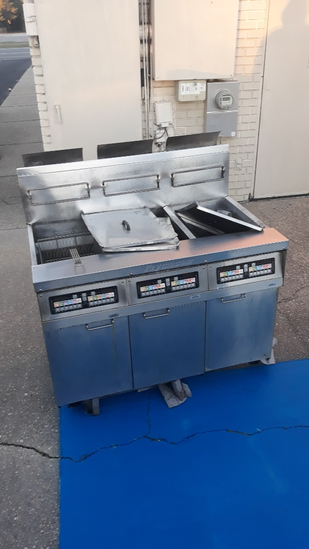 Pickup this morning old deep fryer from a commercial client