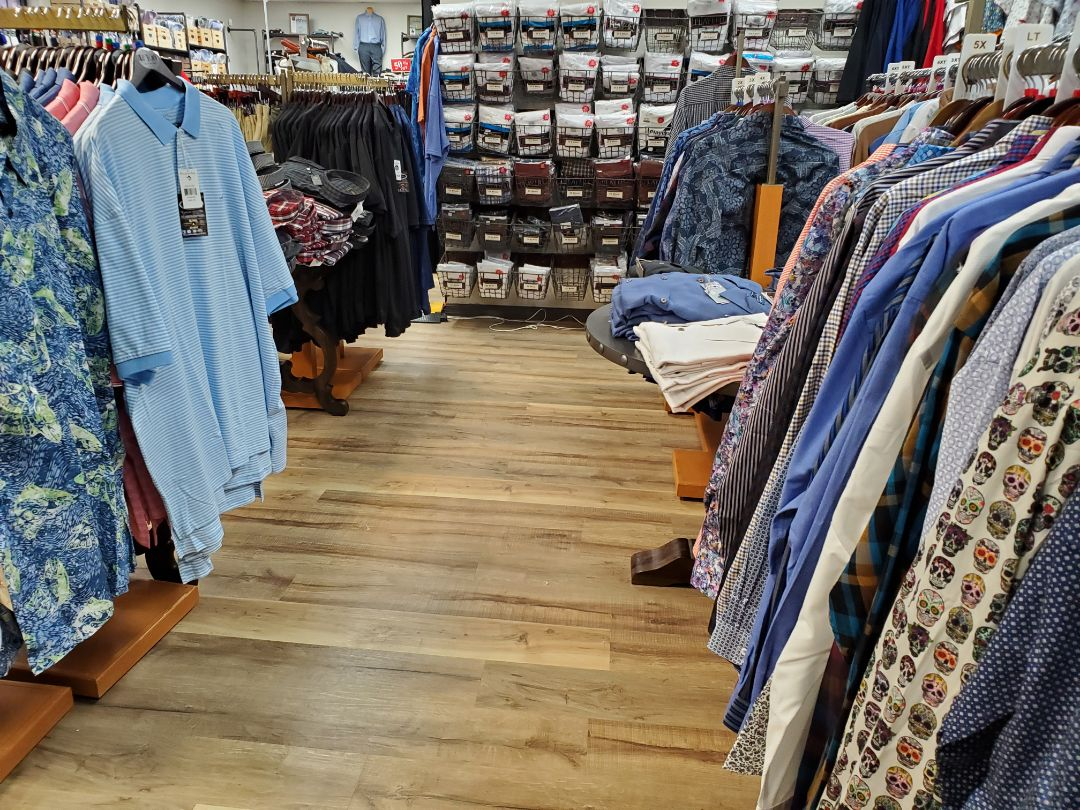 Finishing up weekly cleaning for one of our commercial clients in Pensacola.  It's an awesome clothing store!   Yes our team does residential and commercial junk removal and cleaning!