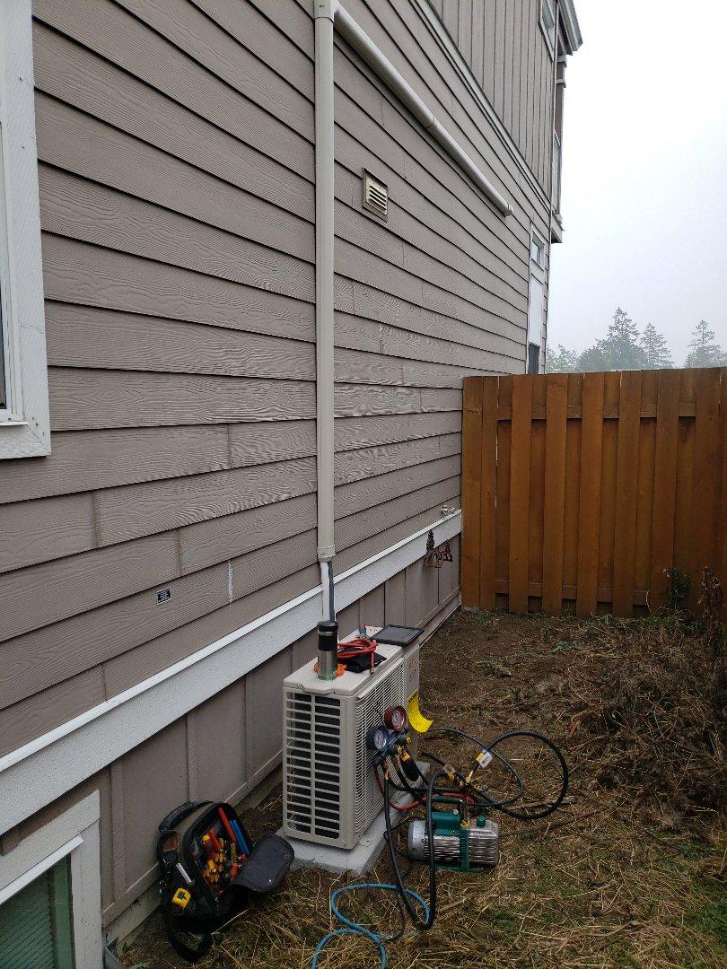 Crofton, BC - Installing a new high efficiency Fujitsu single head heat pump system in Crofton!