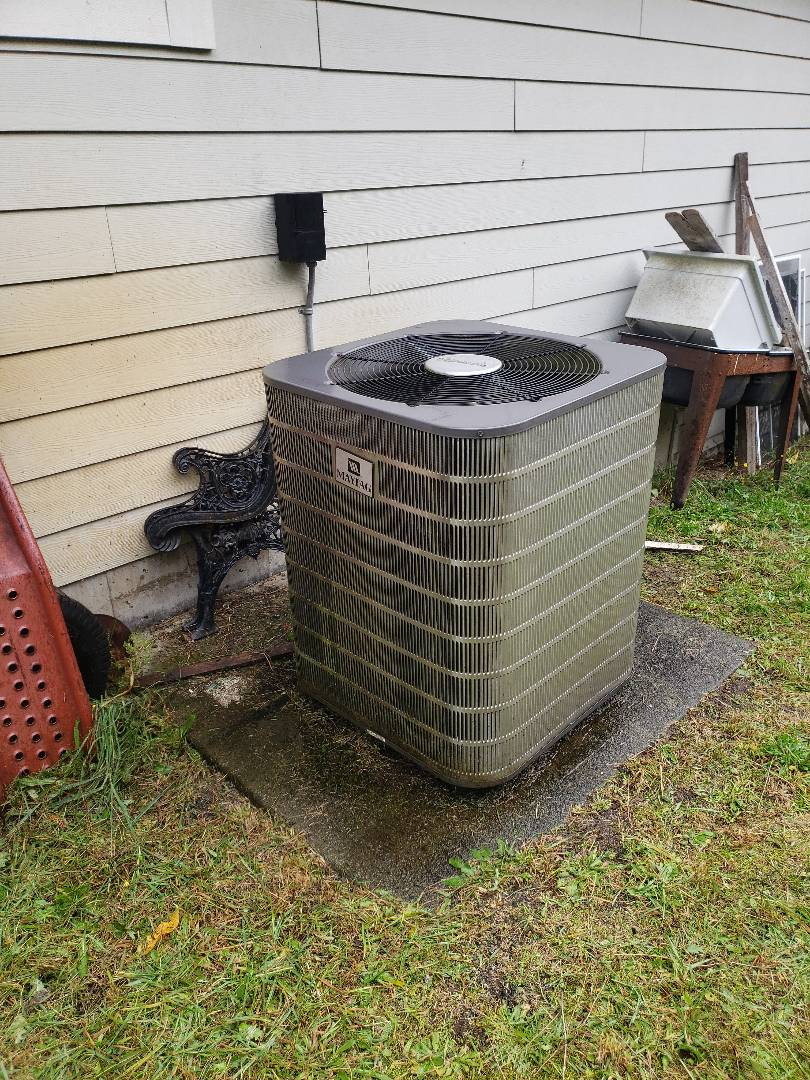 Cobble Hill, BC - Performing preventative maintenance on this R22 Maytag heat pump system in Shawnigan Lake!