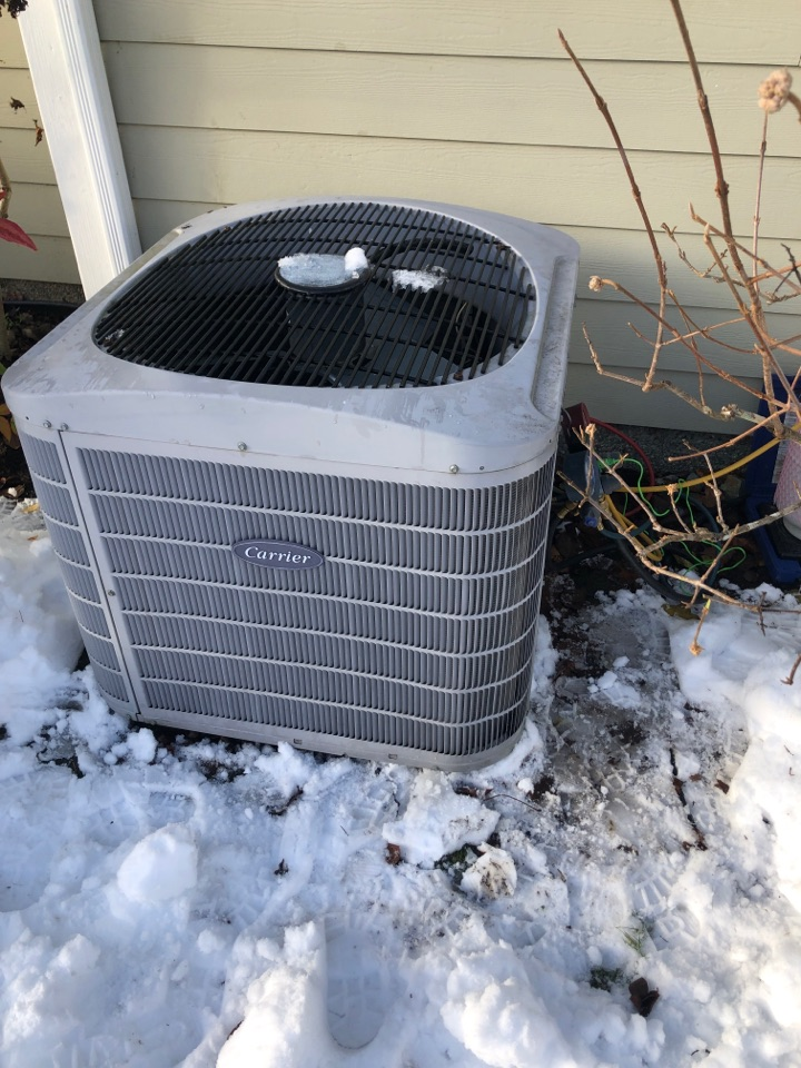 Cobble Hill, BC - Today I am adding leak sealer and topping up the refrigerant charge on this carrier heat pump.