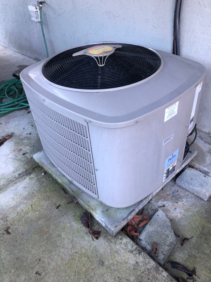 Chemainus, BC - Today we are working on a old Bryant heat pump in Chemainus
