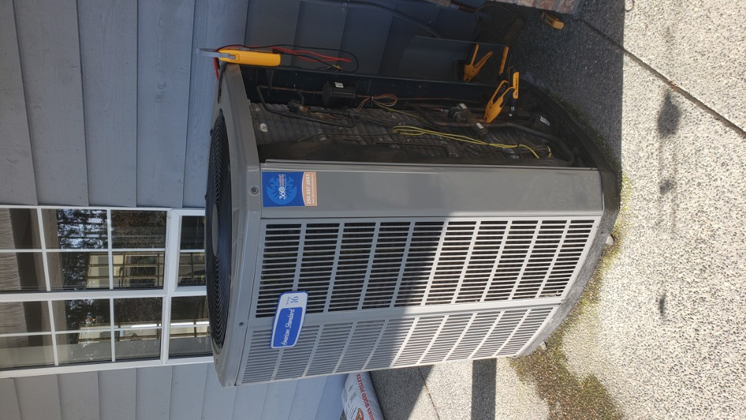 Chemainus, BC - It's a beautiful day for doing some preventative maintenance on a Heat pump system.