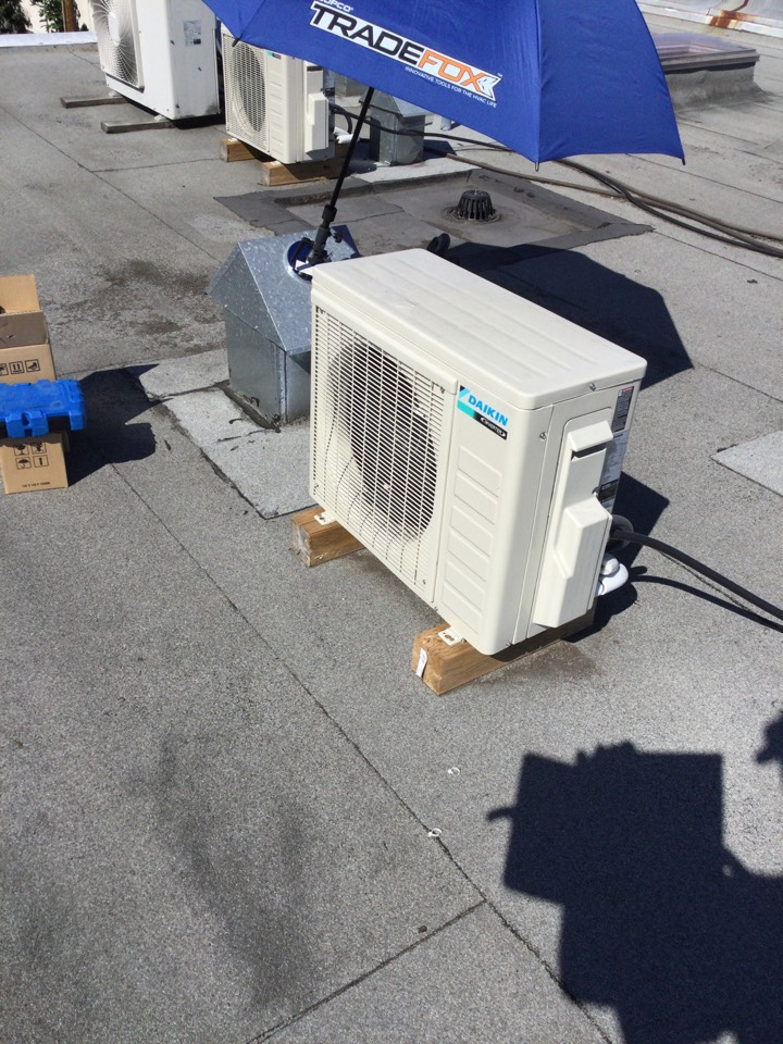 Chemainus, BC - Replaced Outdoor fan motor and control board under Daikin warranty.