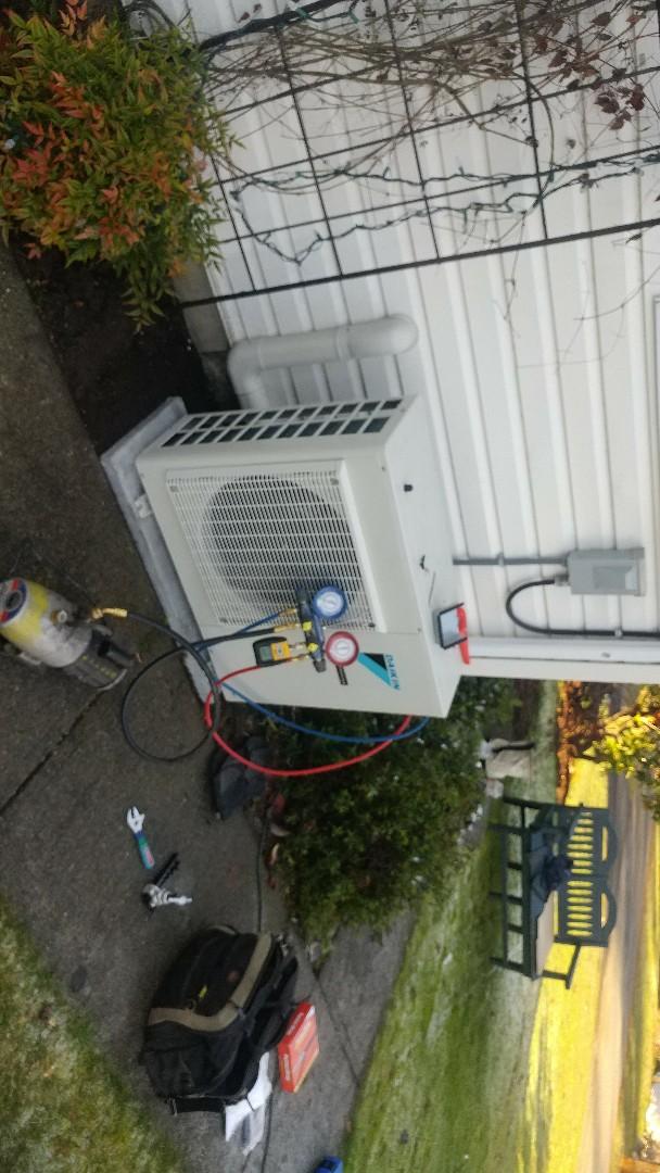 Ladysmith, BC - Installing Daikin 24000 BTU heat pump in Saltair!