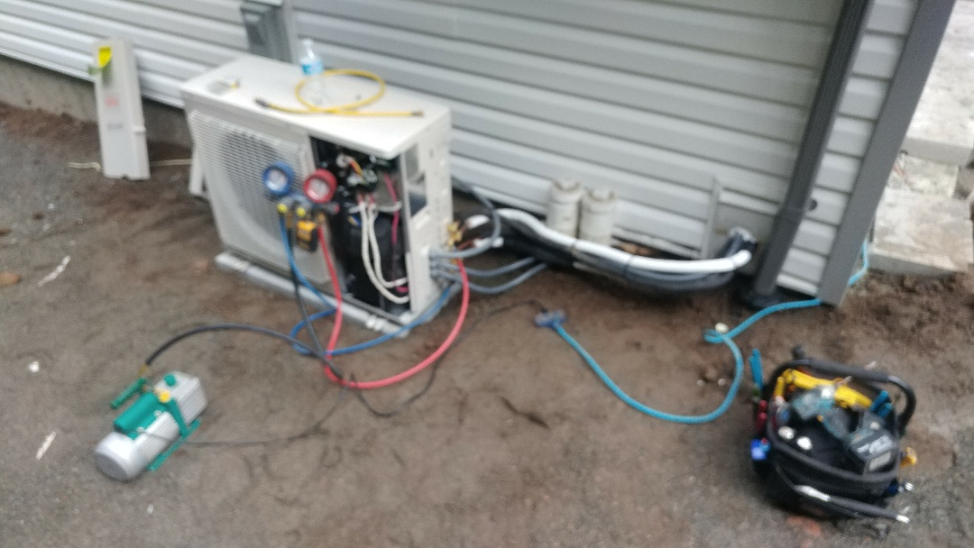 Ladysmith, BC - Fujitsu split type air conditioner install.