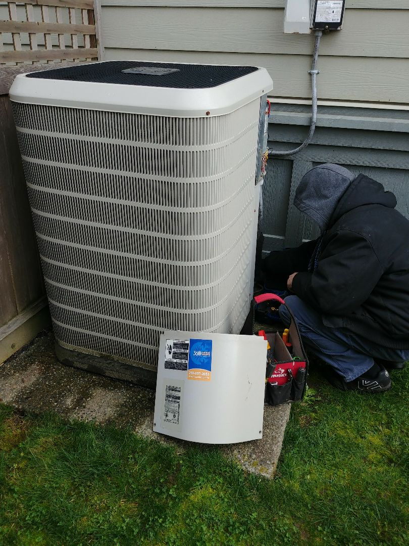 Cowichan Bay, BC - Working on a Nordyne heatpump and air handler doing a preventative maintenance.