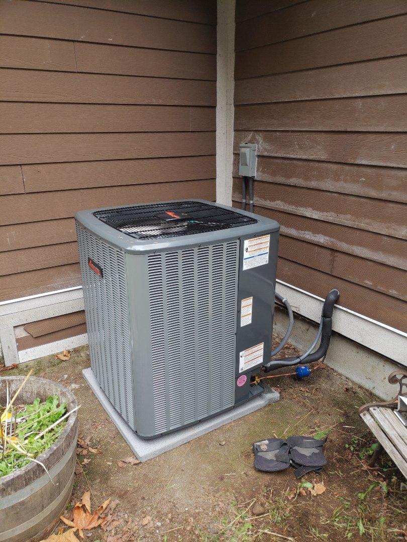 Duncan, BC - Installing a new Amana Inverter drive 20 SEER heat pump in Duncan!
