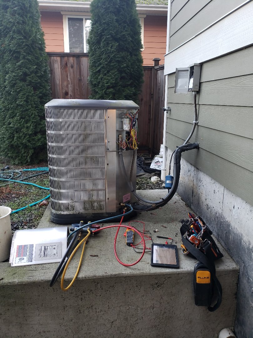 Duncan, BC - Performing seasonal preventative maintenance on a Maytag heat pump in a chilly afternoon in Duncan!