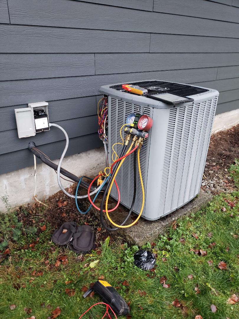 Duncan, BC - Performing heat pump preventative maintenance on an Amana heat pump system in Duncan!