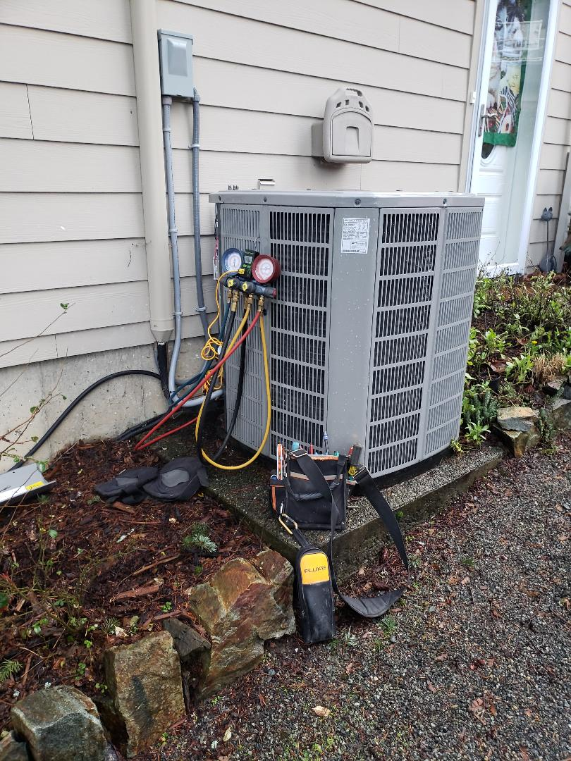 Cowichan Bay, BC - Ensuring this American Standard communicating heat pump is heating properly in Maple Bay!