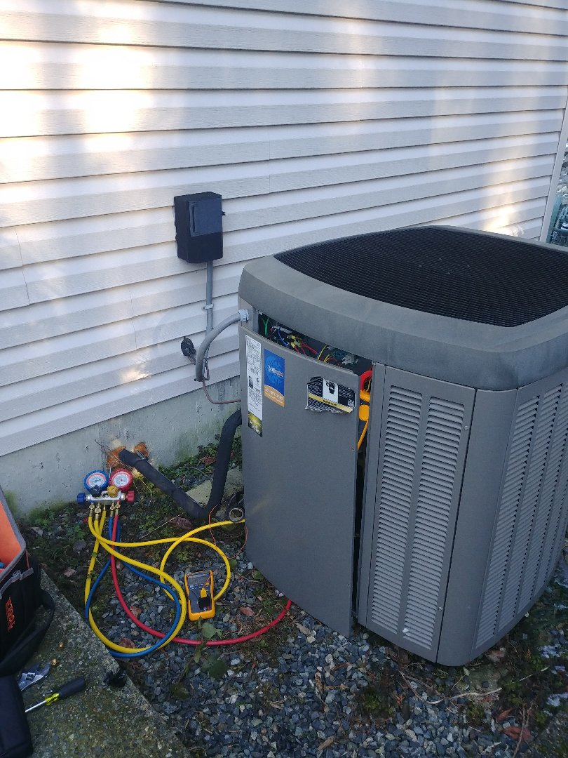 Mill Bay, BC - Working on a ten year old Lennox heat pump making sure it keeps on running in good condition.