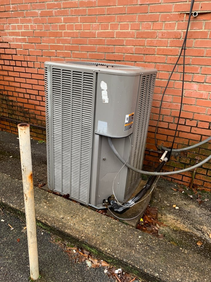 Clayton, NC - Heat pump condenser unit freezing