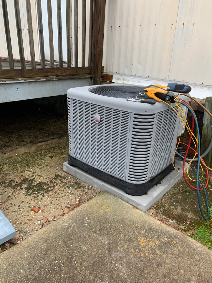 Smithfield, NC - Freezing heat pump condenser unit