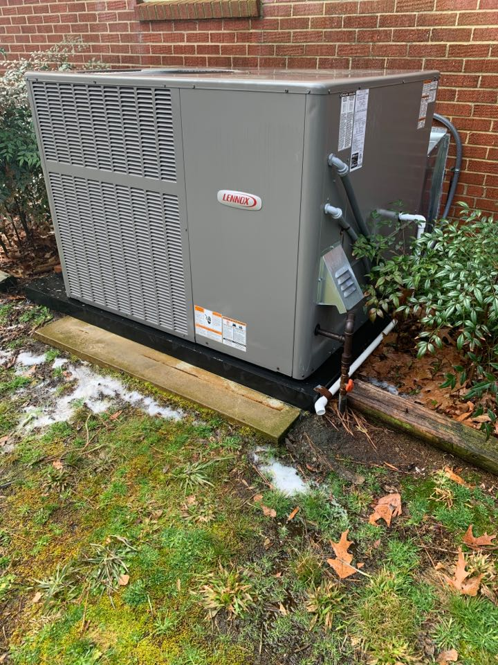 Smithfield, NC - Performed maintenance on Lennox package gas unit