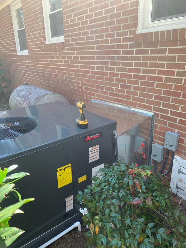 Smithfield, NC - Star new heat pump package unit