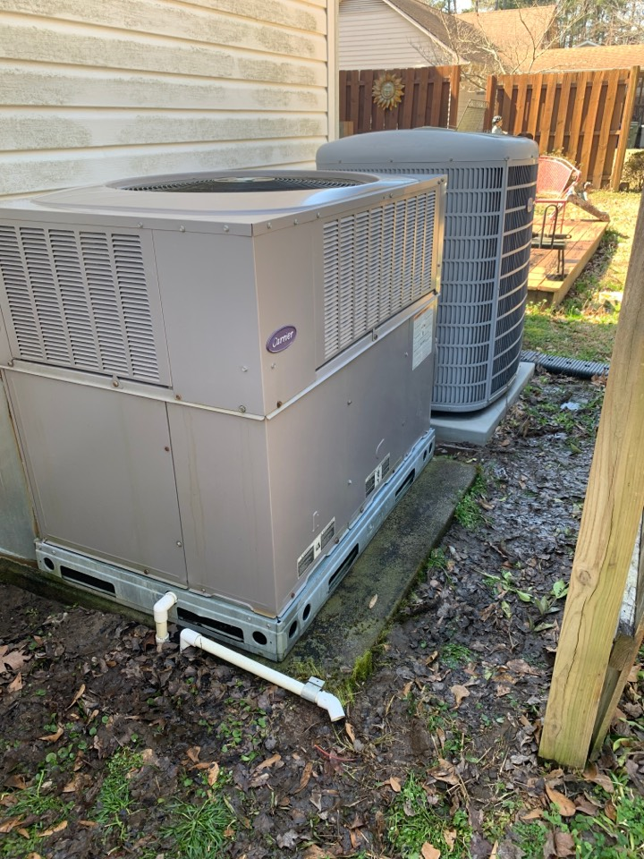 Selma, NC - Performed maintenance on carrier infinity heat pump and package gas