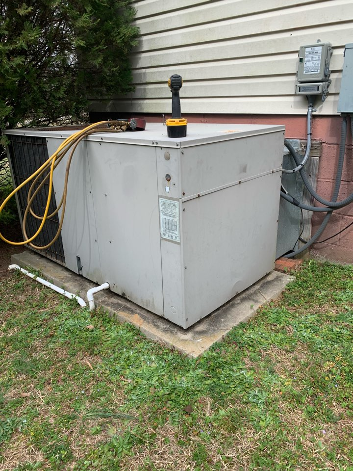 Clayton, NC - Not cooling at heat pump package unit