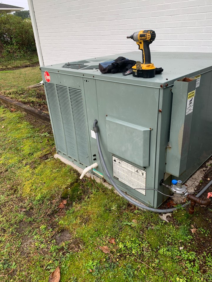 Smithfield, NC - Not heat at Rheem gas pack unit