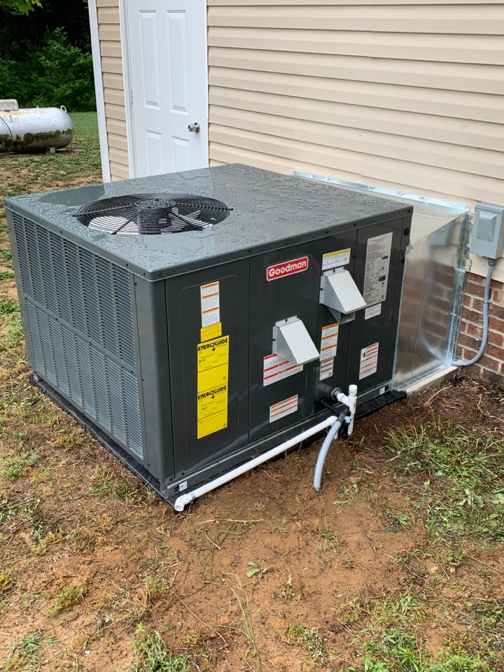 Four Oaks, NC - Installation of new Goodman gas package system