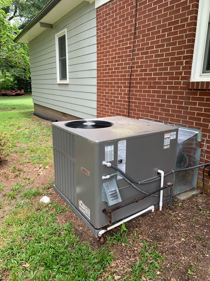 Smithfield, NC - Check system operation and duct work under house