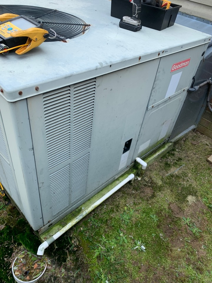 Pikeville, NC - Goodman package unit not cooling