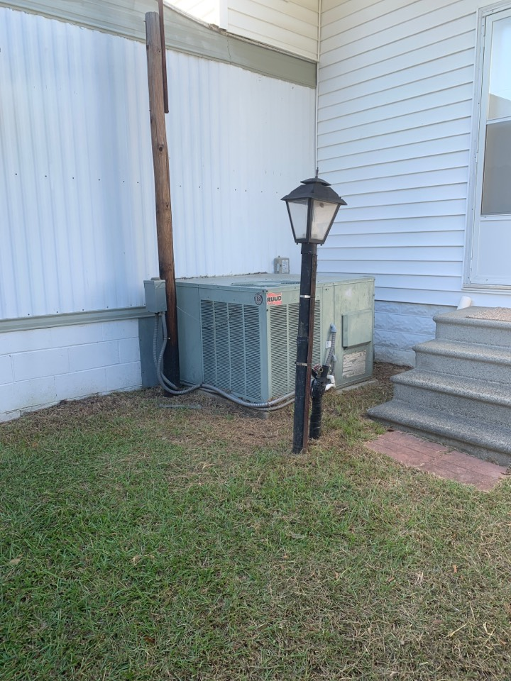 Smithfield, NC - Not cooling call at Ruud gas pack unit with straight ac