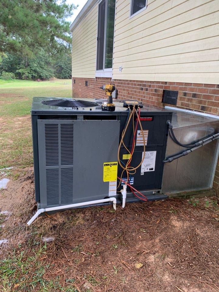Garner, NC - Maintenance performance at heat pump package unit