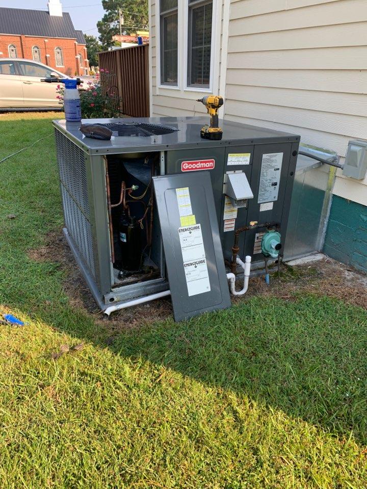 Kenly, NC - Maintenance performance at gas pack unit Goodman