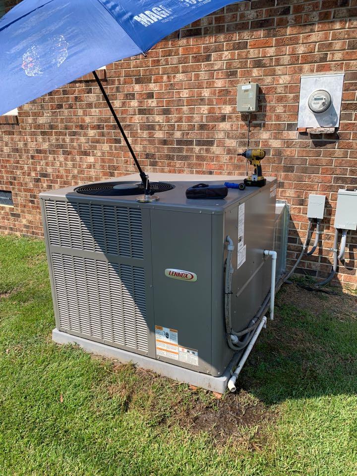 Smithfield, NC - Maintenance performance of Heat pump package unit Lennox
