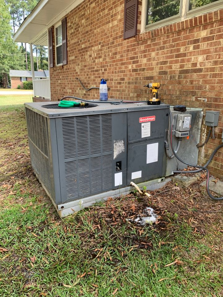 Smithfield, NC - Maintenance performance of season at heat pump package unit Goodman