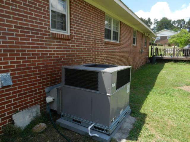 Sterrett, AL - Serviced 3 ton heil heat pump package unit.