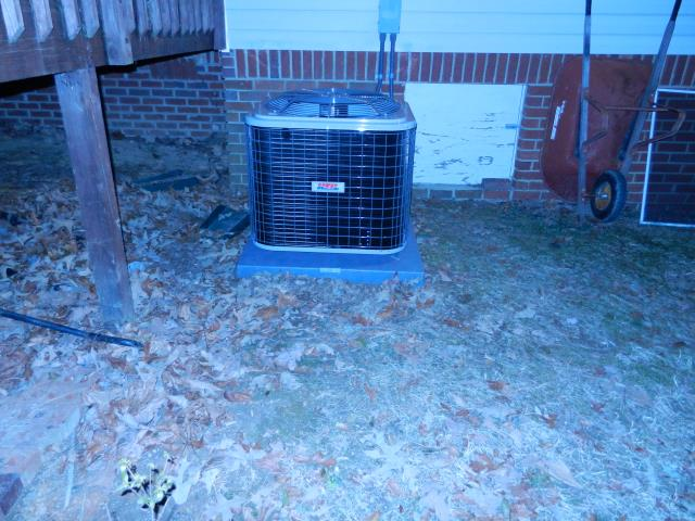 Morris, AL - Cleaned and serviced 2015 heil air conditioning unit with Zep con-coil cleaner.  No repairs needed.