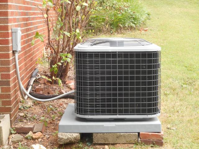 Lincoln, AL - Cleaned and sanitized the 2009 Heil air conditioning unit with Zep con-coil cleaner, checked condensation drain and cleaned condenser coil.