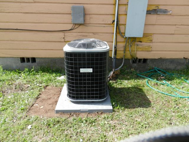 Hueytown, AL - Cleaned and sanitized 2014 Heil air conditioning unit with heat pump. cleaned condensation drain and condensing coil.