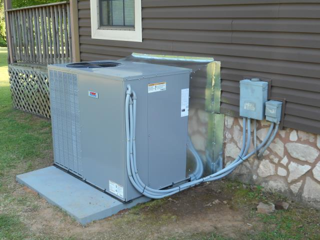 Hueytown, AL - Service work performed for the Carrier 2016 air condensing unit with heat pump, checked ducts for build-up.