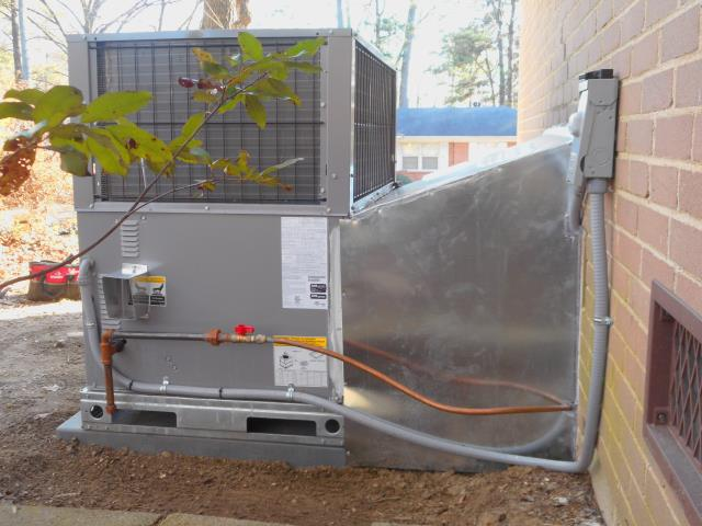 Alabaster, AL - Cleaned compressor and service checked the Heil package unit with heat pump