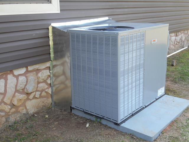 Cropwell, AL - Cleaned and sanitized the 2015 air condensing unit with Zep con-coil cleaner, no repairs needed.
