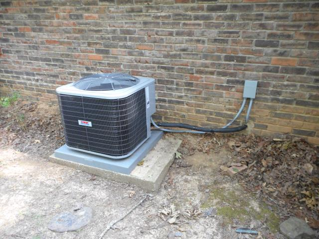 Trussville, AL - Cleaned and safety checked the Heil air condensing unit with Zep con-coil cleaner. Checked ducts for build up, no repairs necessary. Best HVAC work in the Trussville area.