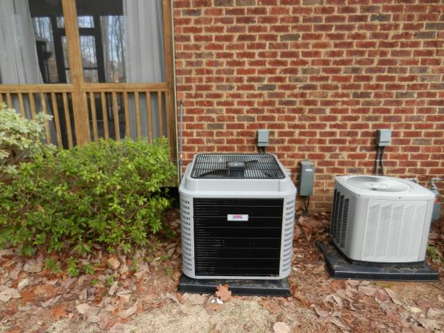 Alabaster, AL - Checked Voltage and amperage for the Heil 2014 air condensing unit with Zep con-coil cleaner. Checked ducts for build up, no repairs needed.