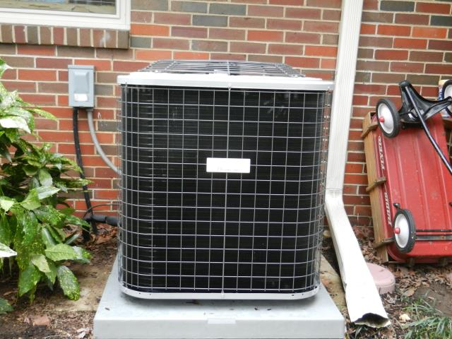 Leeds, AL - Service work completed for the Heil 2011 air conditioning unit with heat pump. replaced the bad capacitor.