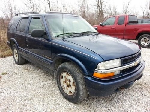 Severna Park, MD - Our auto locksmith just opened a locked 2002 Chevy Blazer for a customer in Severna Park MD, 21146
