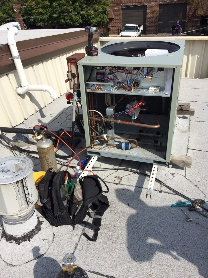 Alsip, IL - Air-conditioner repair on a rooftop make sure