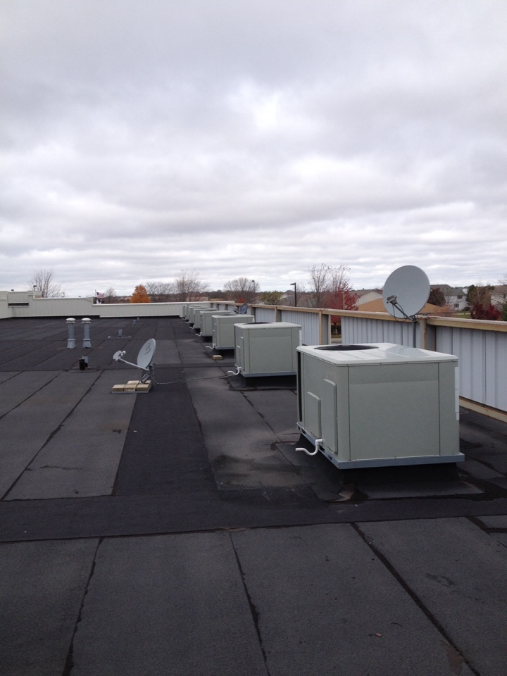 Manhattan, IL - Trane rooftop maintenance
